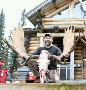 2016-092316-ak-lodge-gathering-1_crop_576x602